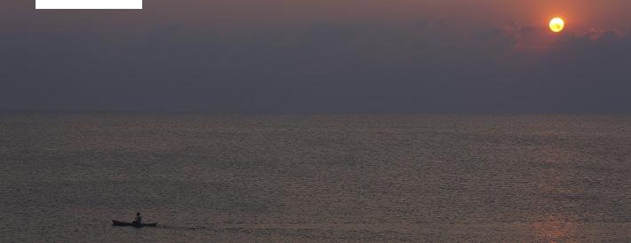 Sonnenaufgang über dem Malawisee, dem drittgrößten See Afrikas